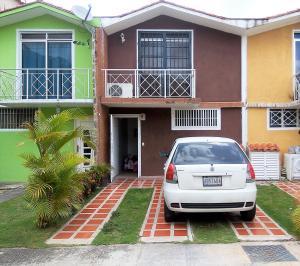 Townhouse En Ventaen Charallave, Valles De Chara, Venezuela, VE RAH: 18-16070