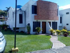 Casa En Ventaen Municipio San Diego, Altos De La Esmeralda, Venezuela, VE RAH: 18-15941
