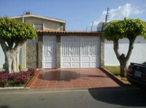 Apartamento En Ventaen Municipio San Francisco, La Coromoto, Venezuela, VE RAH: 18-16150