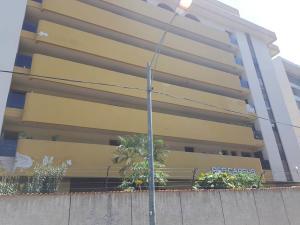 Apartamento En Ventaen Parroquia Caraballeda, Caribe, Venezuela, VE RAH: 18-16028
