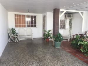 Casa En Ventaen Punto Fijo, Santa Irene, Venezuela, VE RAH: 18-16030