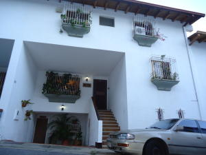 Townhouse En Ventaen Caracas, Lomas De Prados Del Este, Venezuela, VE RAH: 18-16049