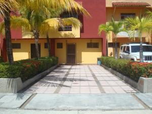 Townhouse En Ventaen Higuerote, Puerto Encantado, Venezuela, VE RAH: 18-16129
