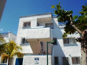 Apartamento En Ventaen Rio Chico, Los Canales De Rio Chico, Venezuela, VE RAH: 18-16131