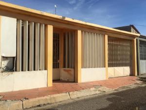 Casa En Ventaen Punto Fijo, Punto Fijo, Venezuela, VE RAH: 18-16186