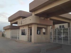 Townhouse En Ventaen Barcelona, Nueva Barcelona, Venezuela, VE RAH: 18-16365