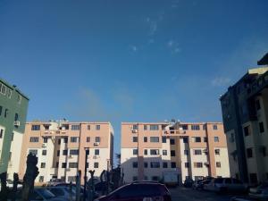 Apartamento En Ventaen Municipio Los Guayos, Paraparal, Venezuela, VE RAH: 18-16704