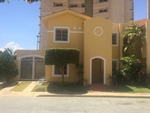 Townhouse En Alquileren Maracaibo, Avenida Milagro Norte, Venezuela, VE RAH: 18-16632