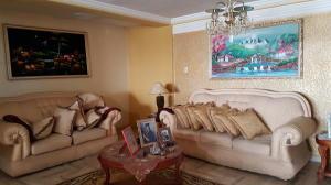 Apartamento En Ventaen Cabimas, Calle Chile, Venezuela, VE RAH: 19-3940