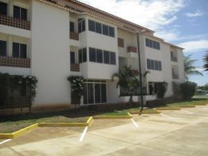 Apartamento En Ventaen Margarita, Sector San Lorenzo, Venezuela, VE RAH: 18-16701