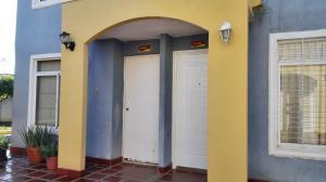 Townhouse En Ventaen Maracaibo, Via La Concepcion, Venezuela, VE RAH: 18-16737