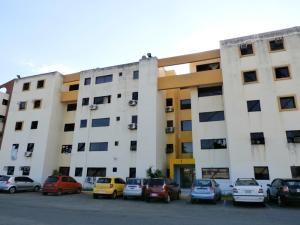 Apartamento En Ventaen Municipio Los Guayos, Paraparal, Venezuela, VE RAH: 18-16906