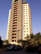 Apartamento En Alquileren Lecheria, Complejo Turistico El Morro, Venezuela, VE RAH: 18-16945