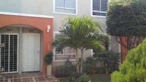 Townhouse En Ventaen Maracaibo, Via La Concepcion, Venezuela, VE RAH: 18-17006