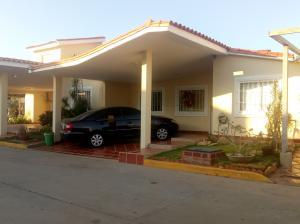 Townhouse En Ventaen Maracaibo, Doral Norte, Venezuela, VE RAH: 19-458