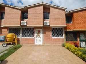 Townhouse En Ventaen Charallave, Valles De Chara, Venezuela, VE RAH: 19-479