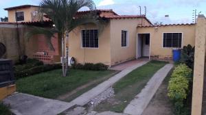 Casa En Ventaen Valencia, Zona Industrial El Recreo, Venezuela, VE RAH: 19-489