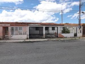 Casa En Ventaen Municipio Los Guayos, Los Guayos, Venezuela, VE RAH: 19-522
