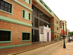 Local Comercial En Ventaen Maracay, Avenida 19 De Abril, Venezuela, VE RAH: 19-523