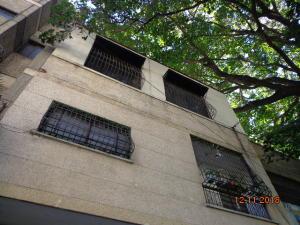 Edificio En Ventaen Caracas, Catia, Venezuela, VE RAH: 19-602