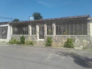 Casa En Ventaen Valencia, Santa Ines, Venezuela, VE RAH: 19-680
