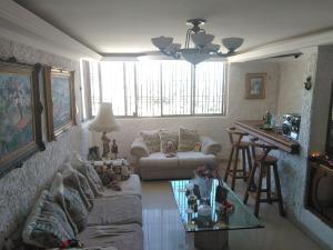 Apartamento En Ventaen Maracaibo, Valle Frio, Venezuela, VE RAH: 19-684