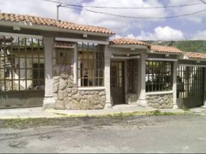 Casa En Ventaen Los Teques, Municipio Guaicaipuro, Venezuela, VE RAH: 19-731