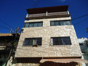 Edificio En Ventaen Caracas, Catia, Venezuela, VE RAH: 19-766