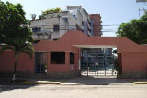 Apartamento En Ventaen Higuerote, Agua Sal, Venezuela, VE RAH: 19-942