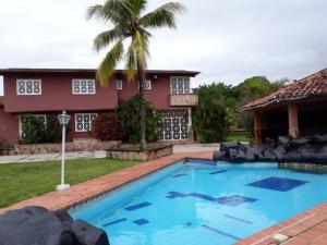 Casa En Ventaen Valencia, Safari Country Club, Venezuela, VE RAH: 19-1032