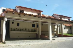 Townhouse En Ventaen Municipio Naguanagua, Tazajal, Venezuela, VE RAH: 19-1453
