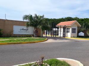 Townhouse En Ventaen Maracaibo, Fuerzas Armadas, Venezuela, VE RAH: 19-1542