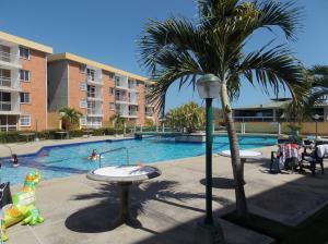 Apartamento En Ventaen Higuerote, La Costanera, Venezuela, VE RAH: 19-1557