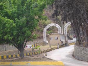 Terreno En Ventaen Municipio Los Salias, Mirador Panamericano, Venezuela, VE RAH: 19-1578
