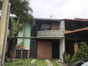 Townhouse En Ventaen Guarenas, Nueva Casarapa, Venezuela, VE RAH: 19-1678
