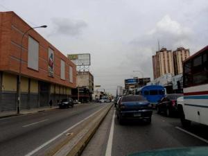 Local Comercial En Ventaen Maracay, Avenida Bolivar, Venezuela, VE RAH: 19-1861
