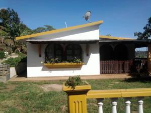 Casa En Ventaen Parroquia Carayaca, Almendron, Venezuela, VE RAH: 19-1865