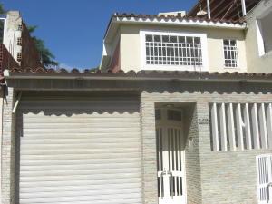 Casa En Alquileren Guatire, Country Club Buena Ventura, Venezuela, VE RAH: 19-1886
