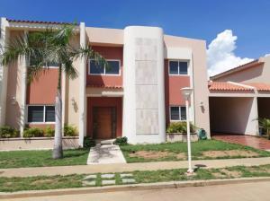 Townhouse En Ventaen Maracaibo, Avenida Milagro Norte, Venezuela, VE RAH: 19-2091