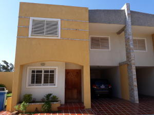 Townhouse En Ventaen Maracaibo, Los Olivos, Venezuela, VE RAH: 19-2577