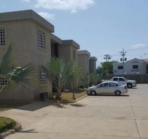 Apartamento En Ventaen Coro, Samanes Plaza, Venezuela, VE RAH: 19-2255