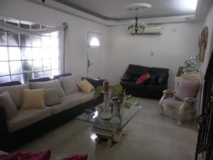 Townhouse En Ventaen Maracaibo, Lago Mar Beach, Venezuela, VE RAH: 19-3927
