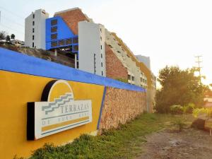 Apartamento En Alquileren Lecheria, Complejo Turistico El Morro, Venezuela, VE RAH: 19-2375