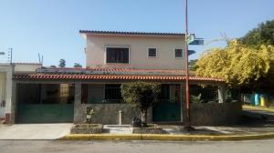 Casa En Ventaen Valencia, Trigal Norte, Venezuela, VE RAH: 19-2578