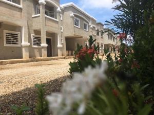 Townhouse En Ventaen Ciudad Ojeda, Avenida Vargas, Venezuela, VE RAH: 19-2805