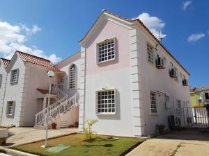 Apartamento En Ventaen Coro, Sector La Floresta, Venezuela, VE RAH: 19-3486