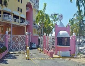 Apartamento En Ventaen Puerto La Cruz, Complejo Turistico El Morro, Venezuela, VE RAH: 19-1096