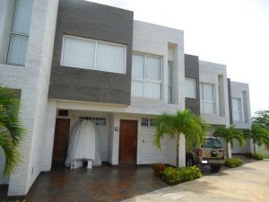 Townhouse En Ventaen Higuerote, Puerto Encantado, Venezuela, VE RAH: 19-3010