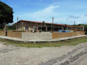 Casa En Ventaen Rio Chico, Las Mercedes De Paparo, Venezuela, VE RAH: 19-3358