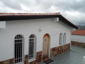 Casa En Ventaen Los Teques, Los Teques, Venezuela, VE RAH: 19-3476